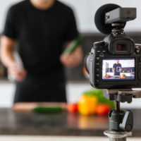 副業になるYouTubeの活用方法と稼ぐためのコツについて